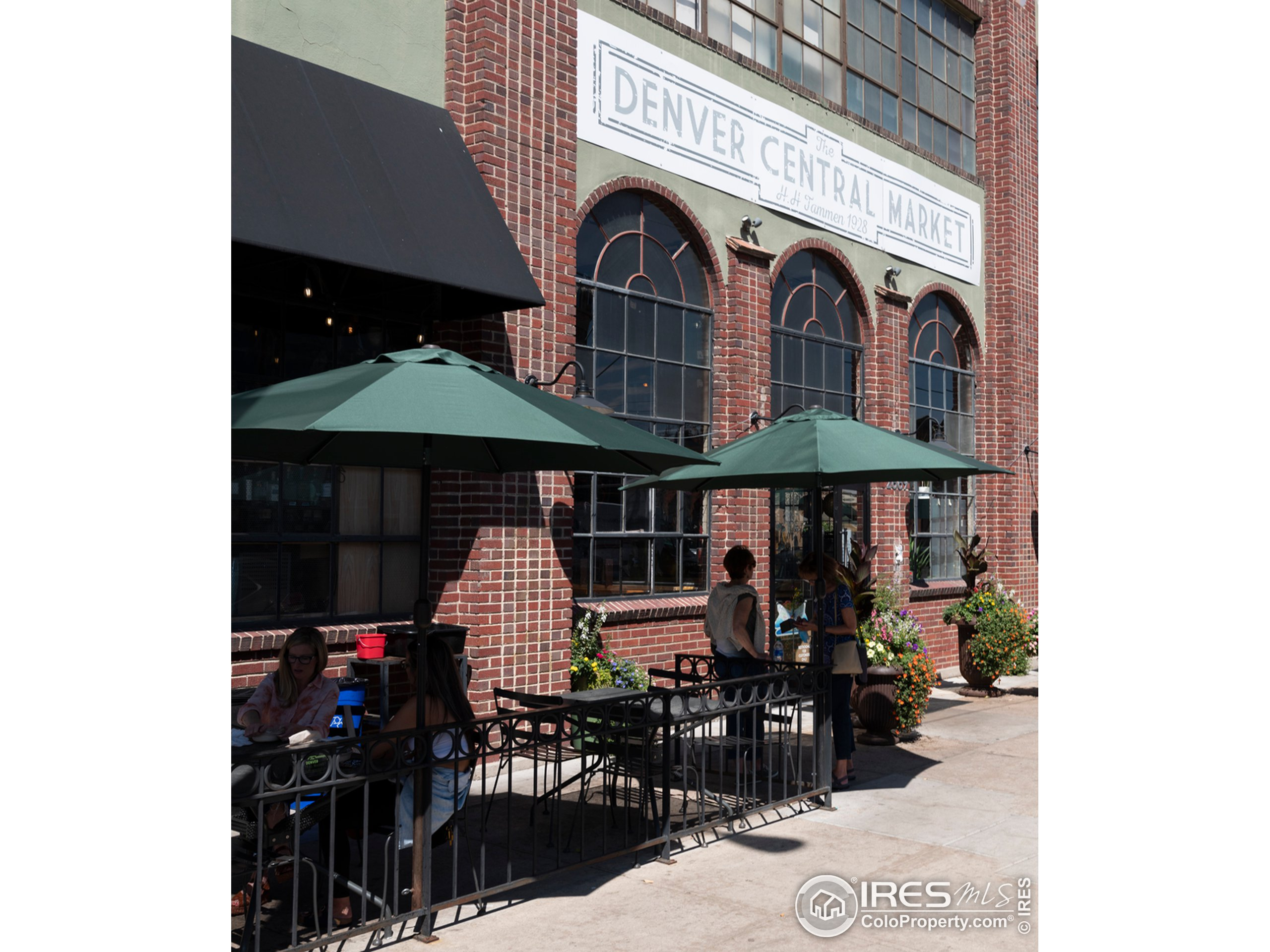 Excellent options for local dining and nightlife!