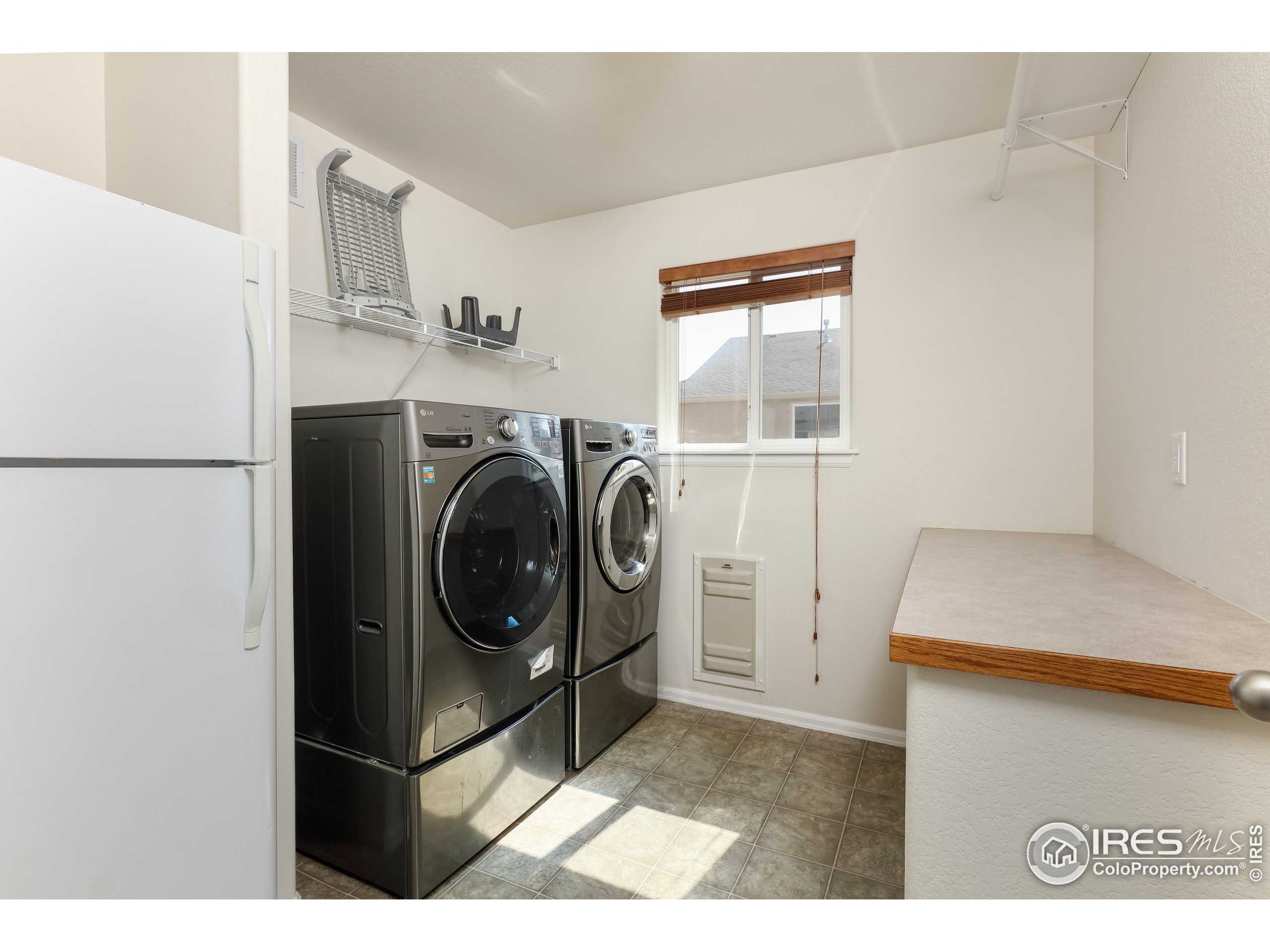 laundry room, washer and dryer stay!