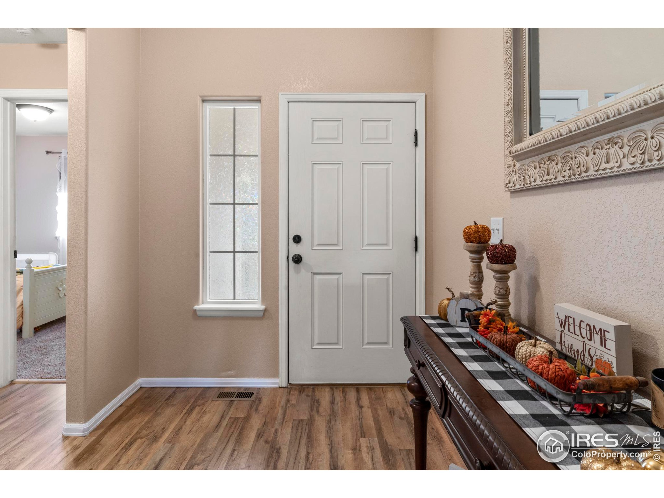 Wide entry way