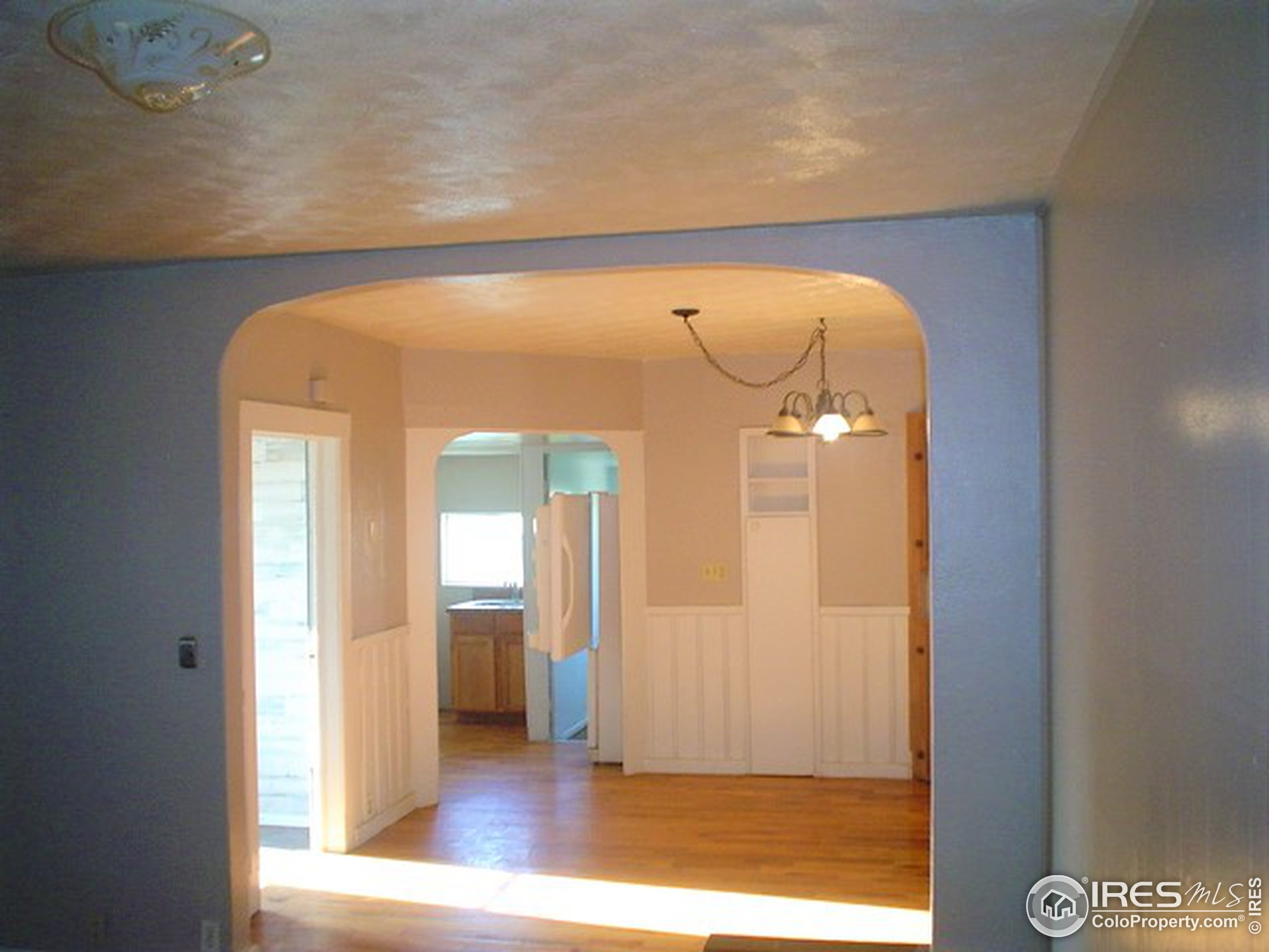 Arch way living Rm to Dining Rm