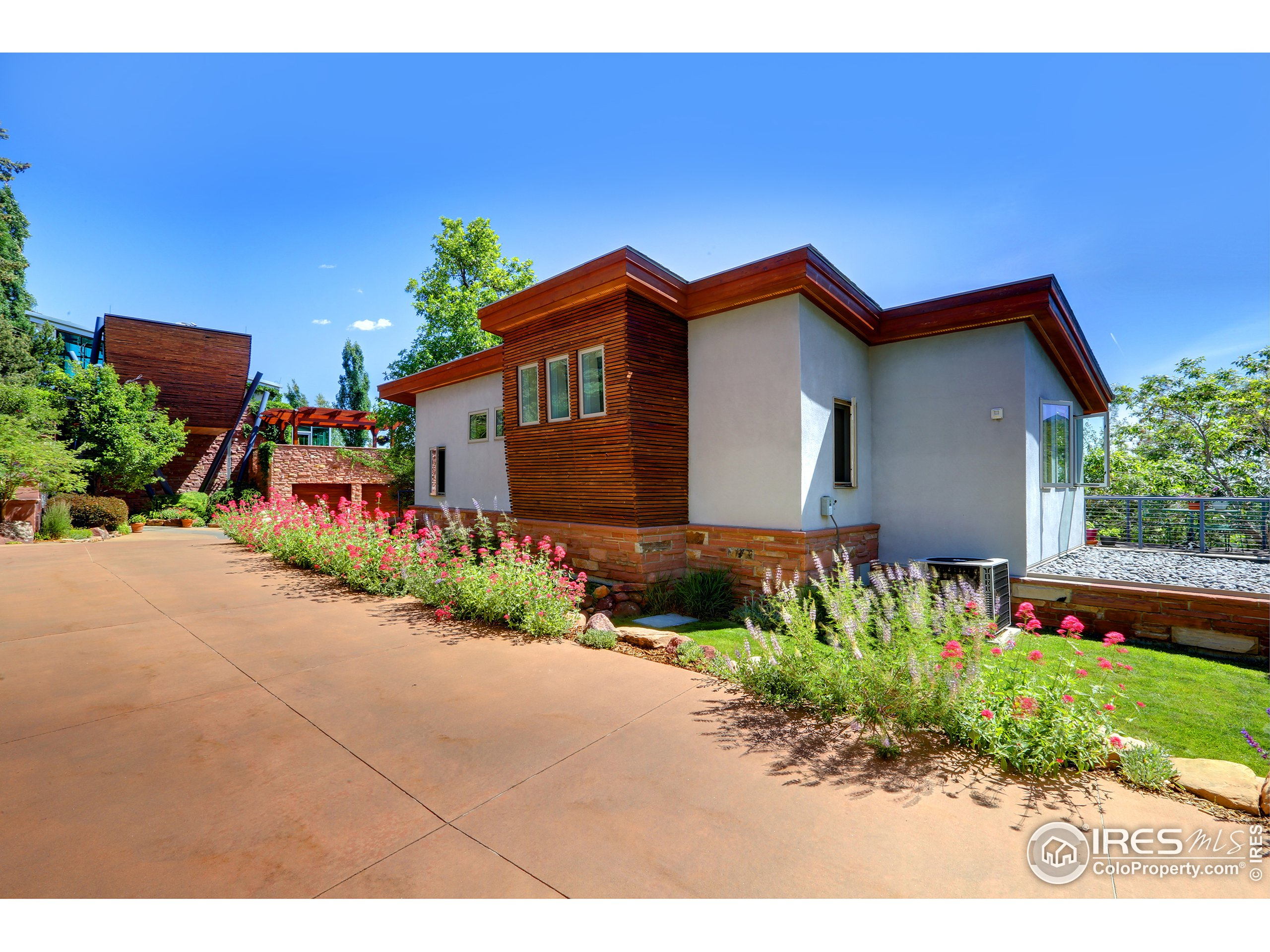 Detached Two-Story Guest House - 1579 SqFt