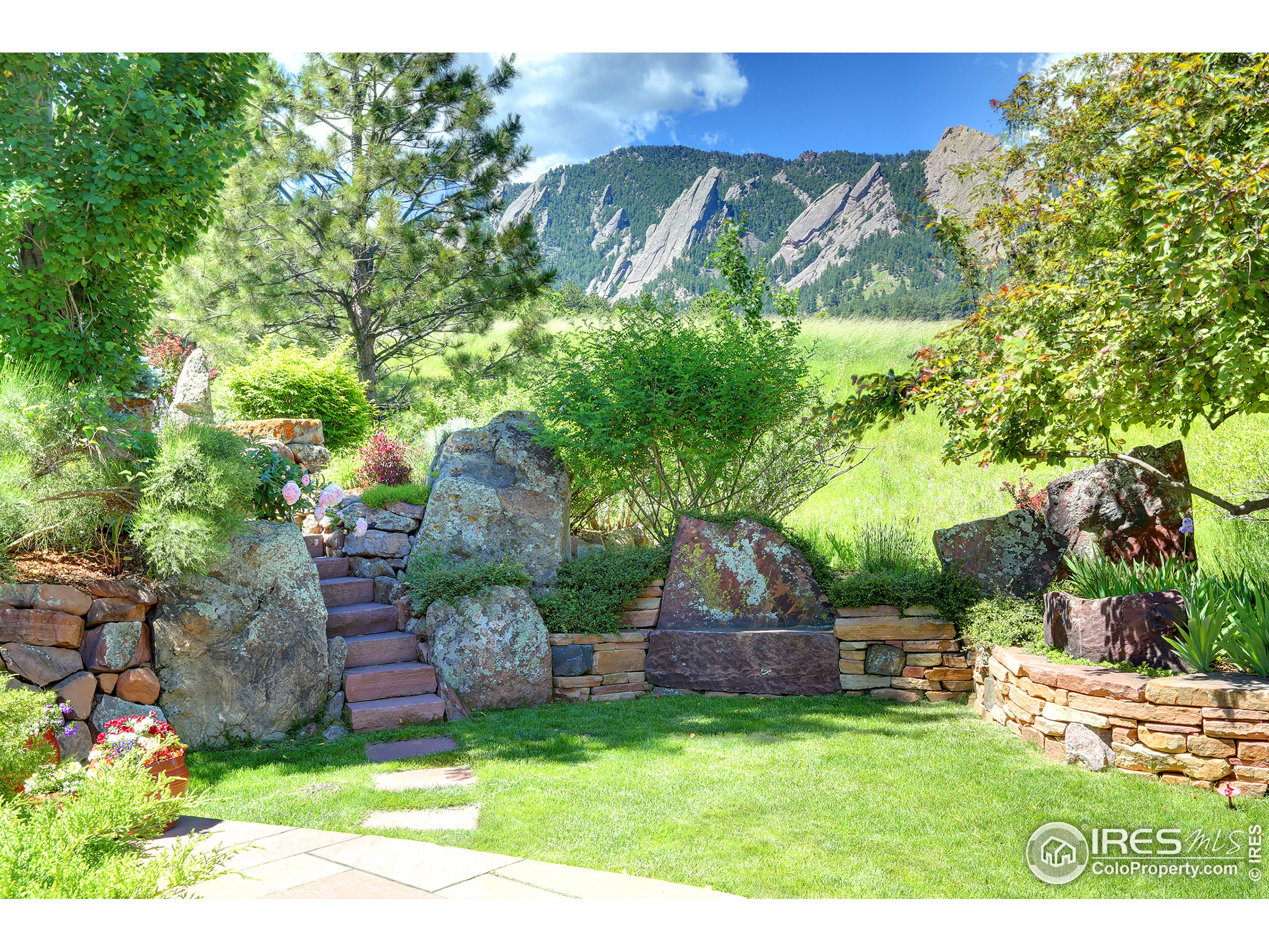 Private West Yard with Rock Outcroppings and Flatiron Views