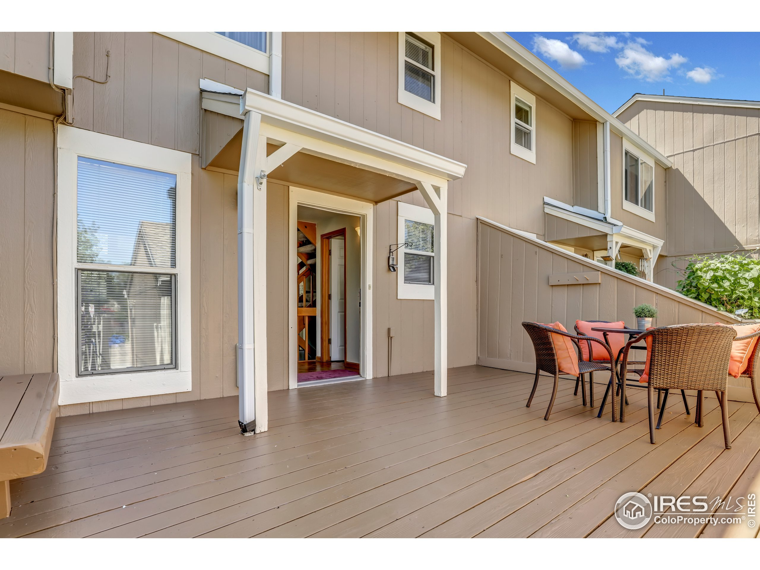 Private and fully fenced in front deck space!