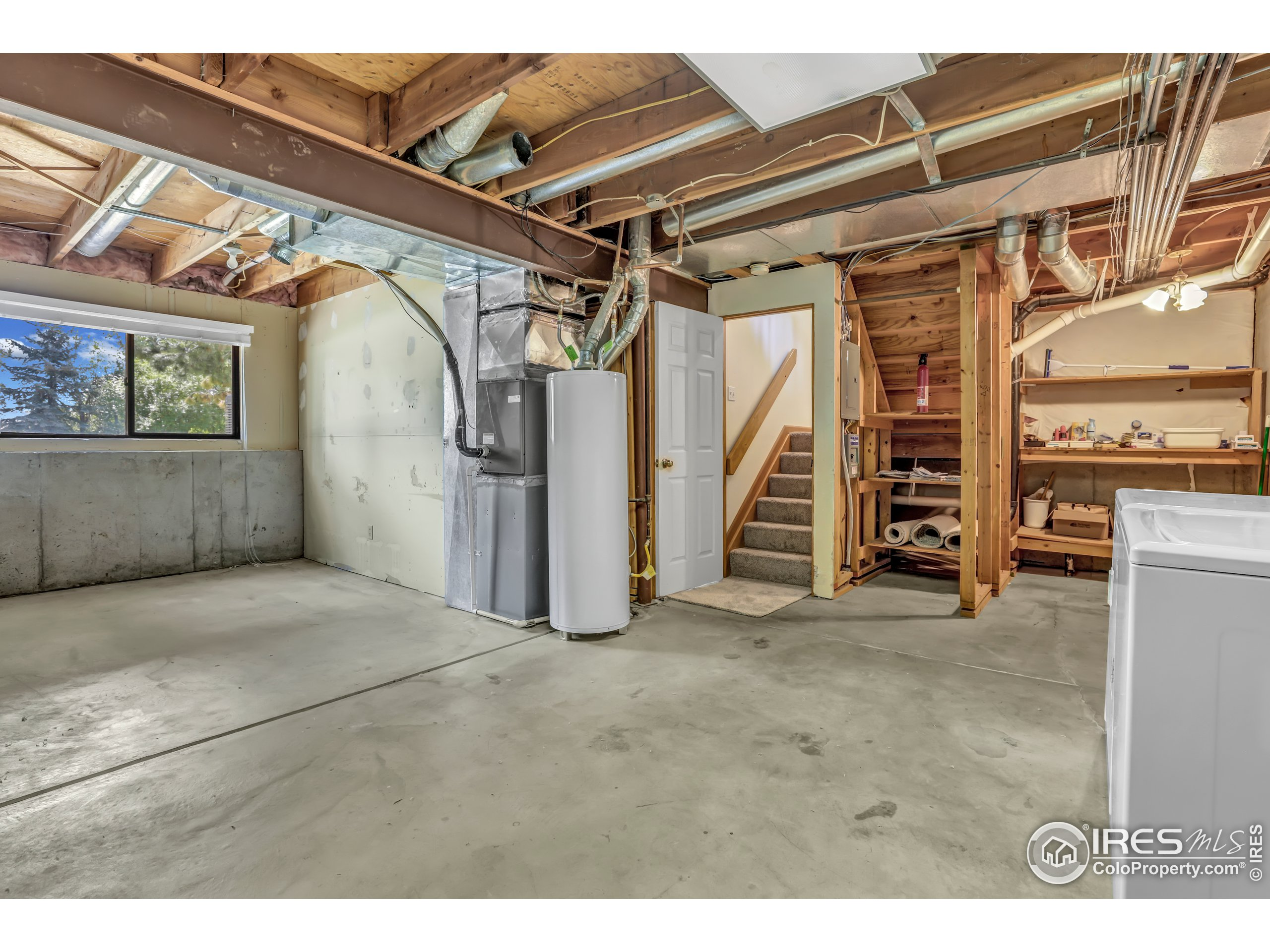 Large unfinished basement WITH 3RD BEDROOM! (not in photo)
