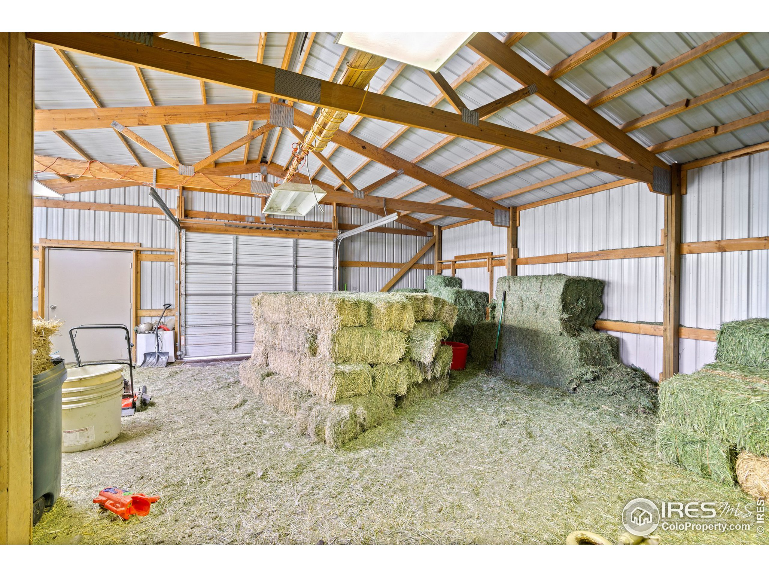 30 x 35 Hay Barn attached to the Tack Room / Exterior doors / Lean to for the chickens and fenced in Kennel
