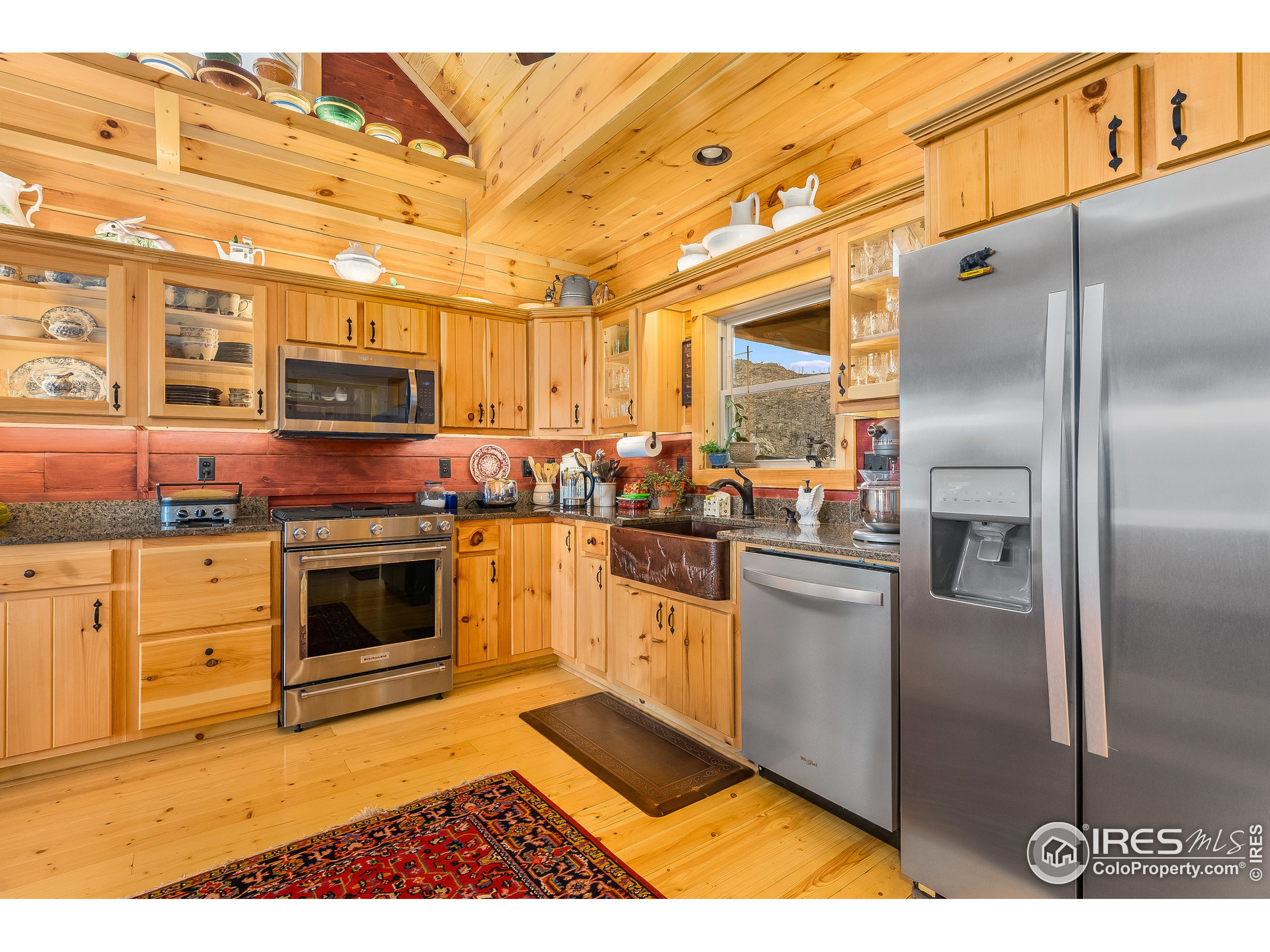 Spacious Kitchen with Granite counter tops and high end appliances