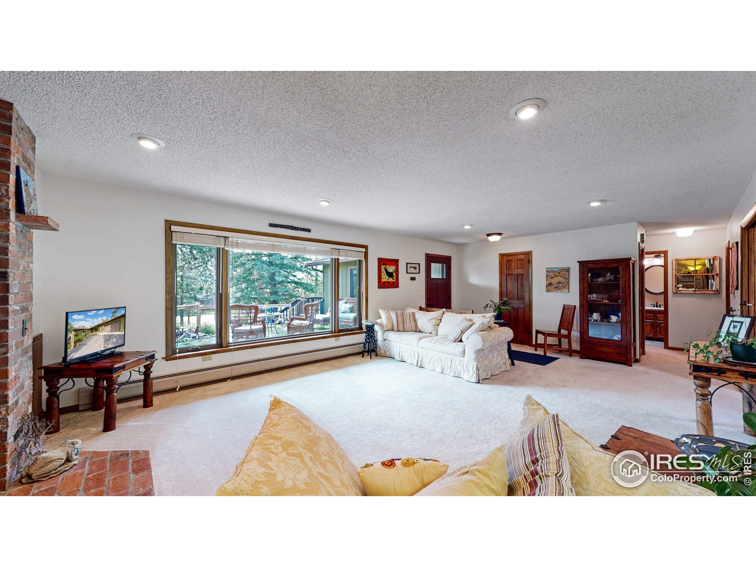 Granite counters, pantry, gas stove - what else could you want?