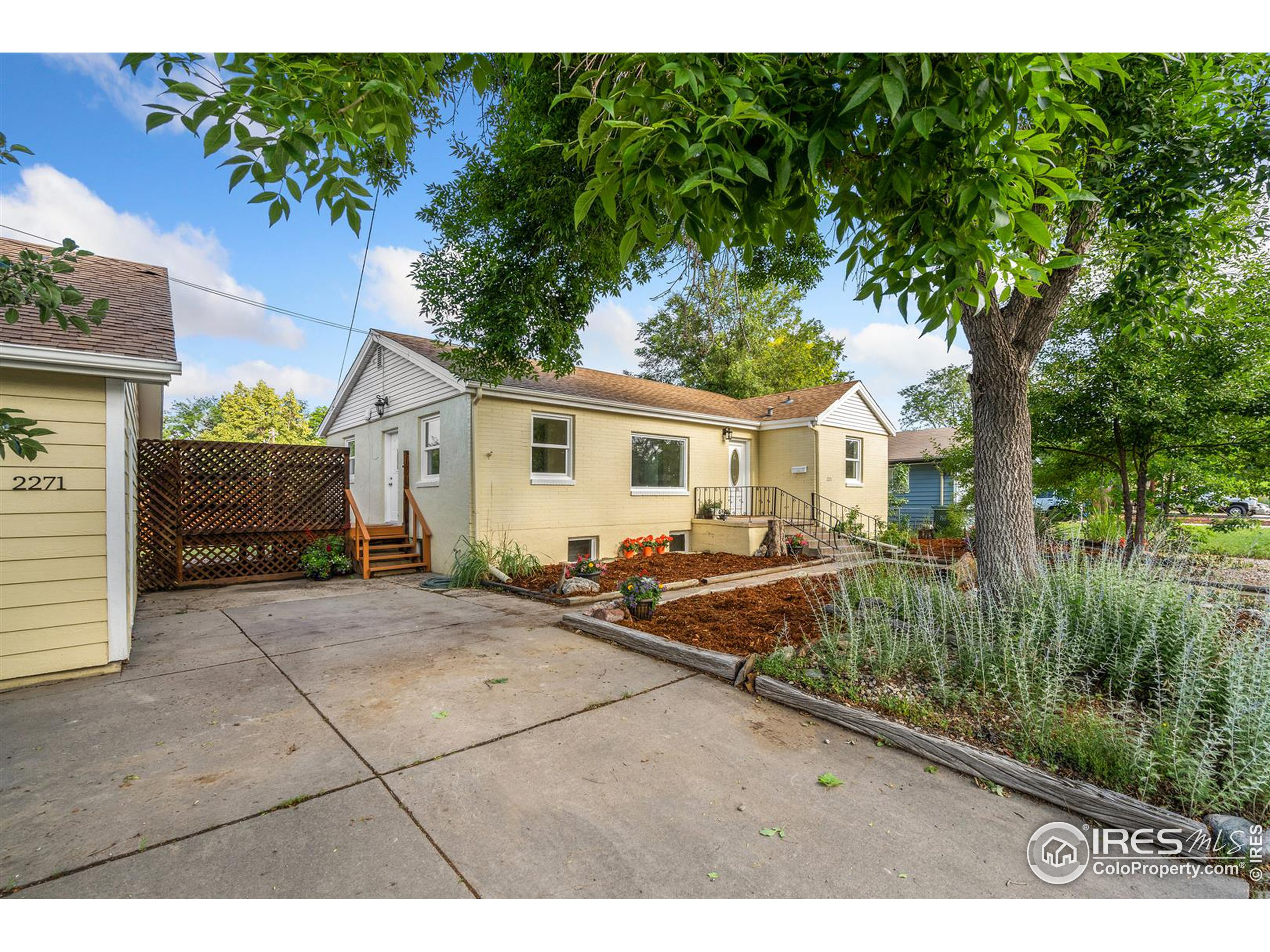 Mature landscaping and great privacy
