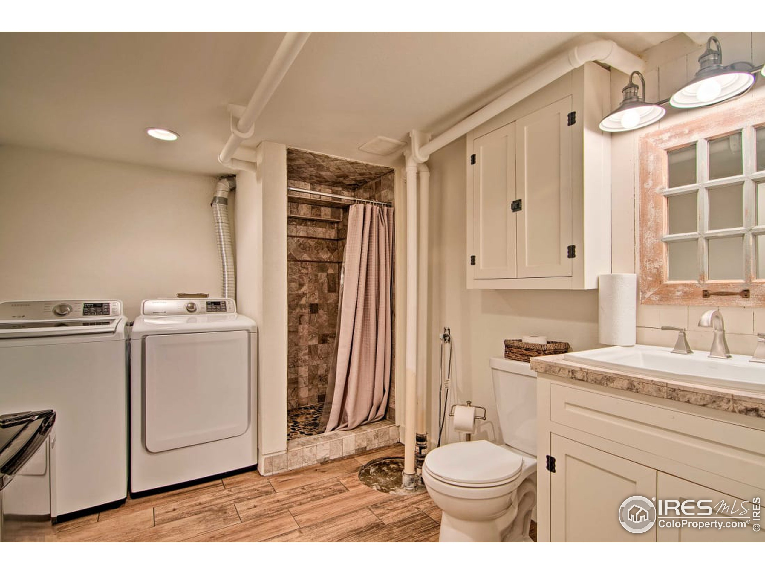 3/4 Bath with washer and dryer