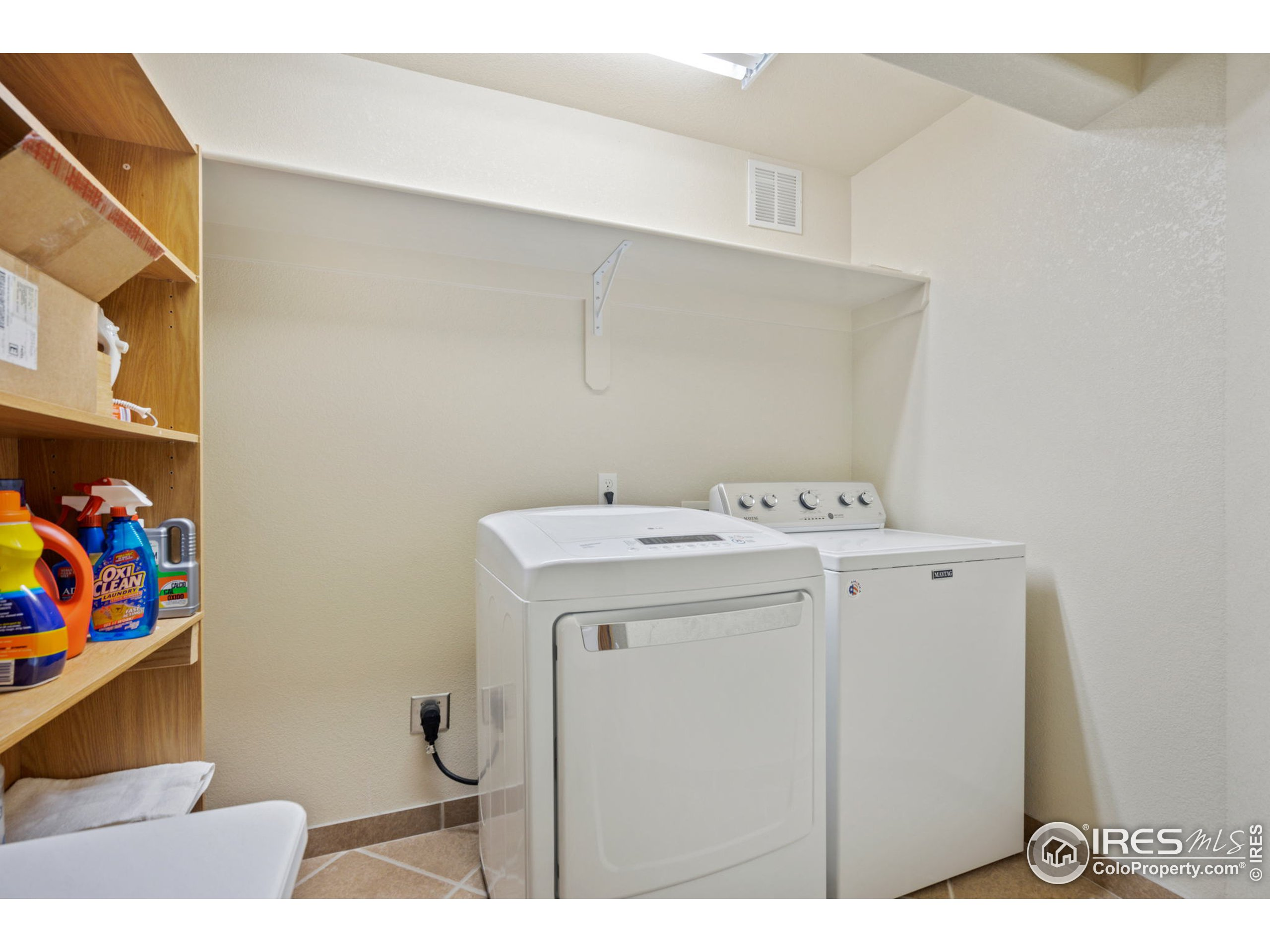 Washer/Dryer hook-ups upstairs and downstairs