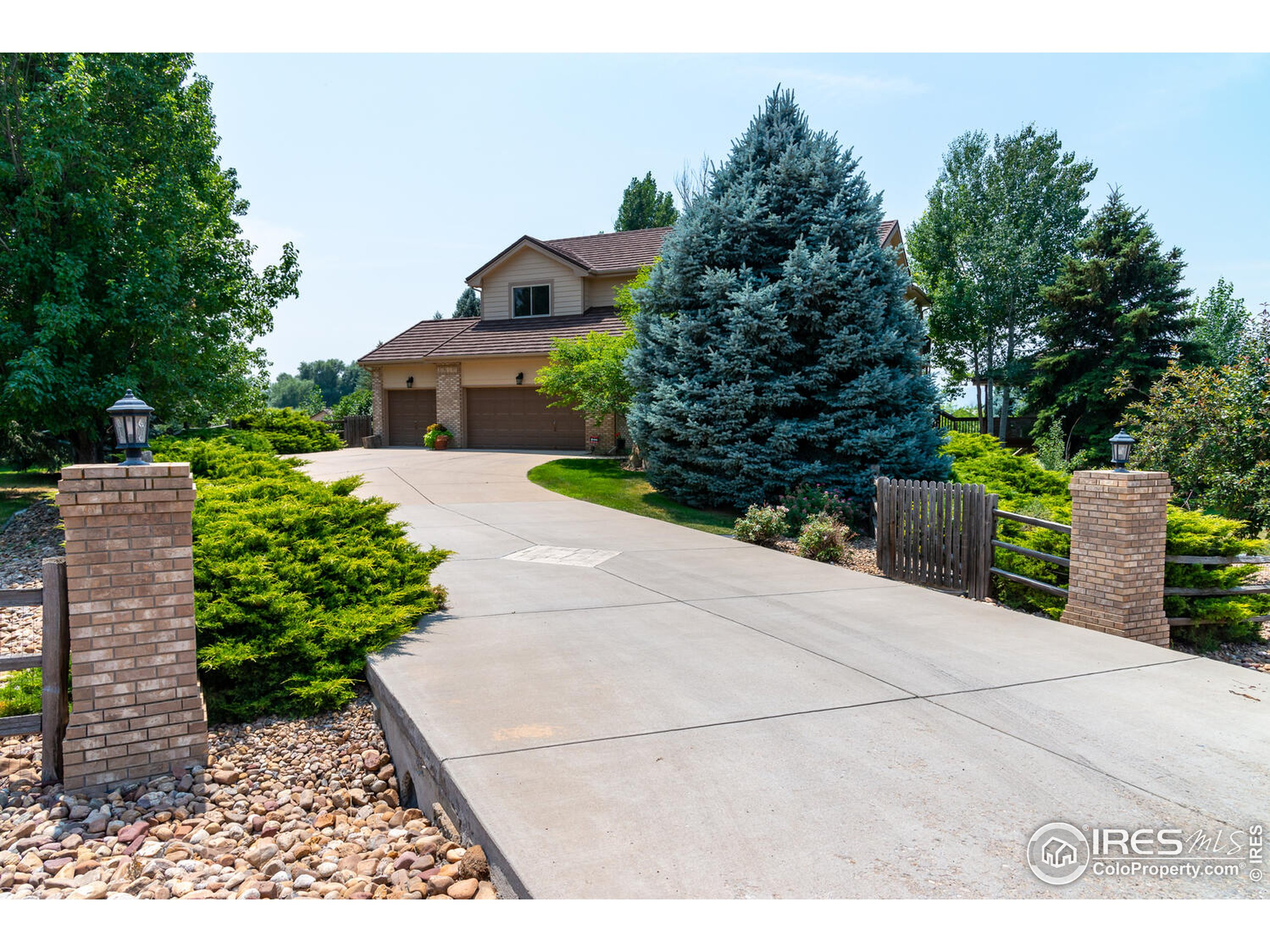 Private lot with long driveway to 3 car garage