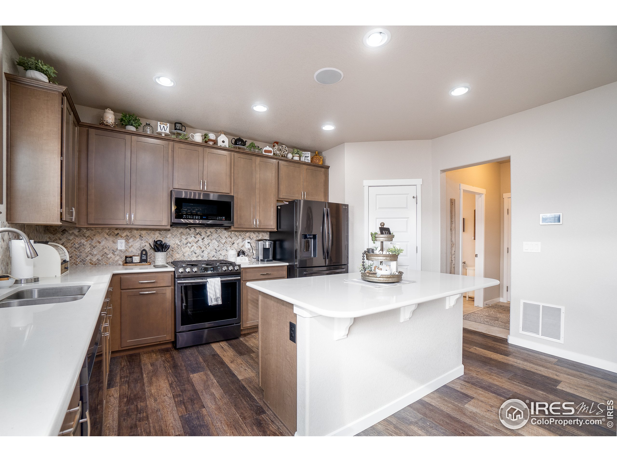 Beautiful kitchen with lots of upgrades!