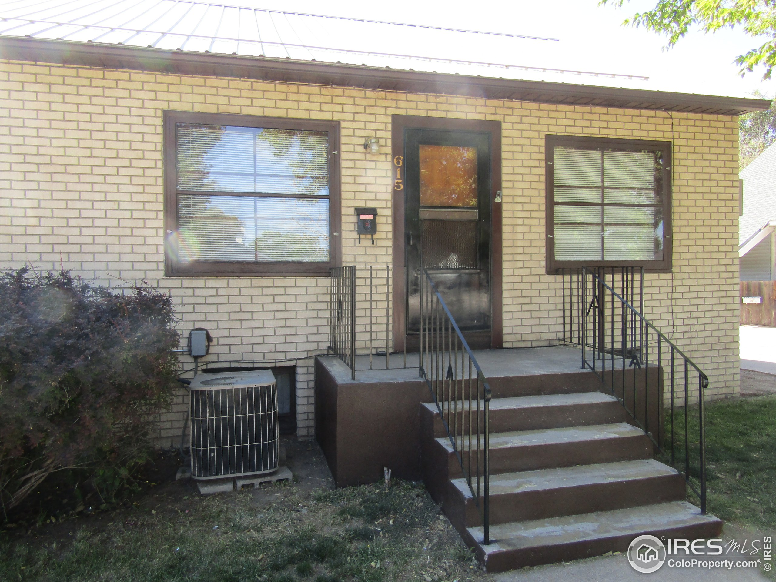 Central air unit/nice front steps
