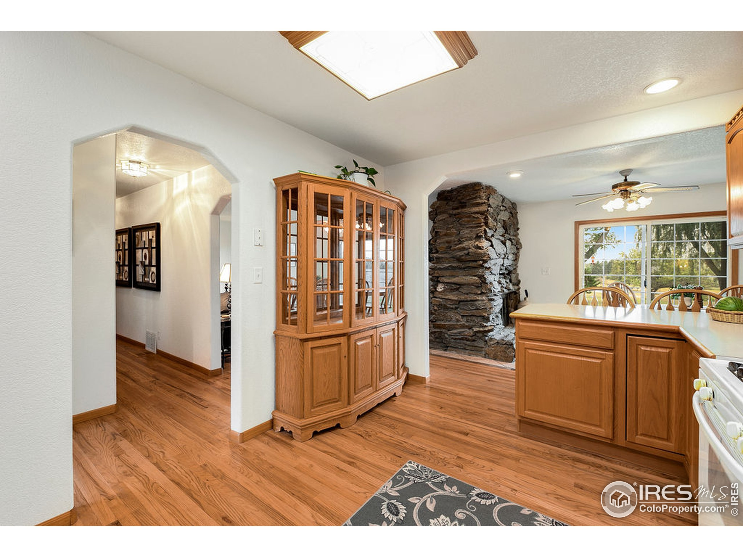 Open Layout from Kitchen to Dining Room