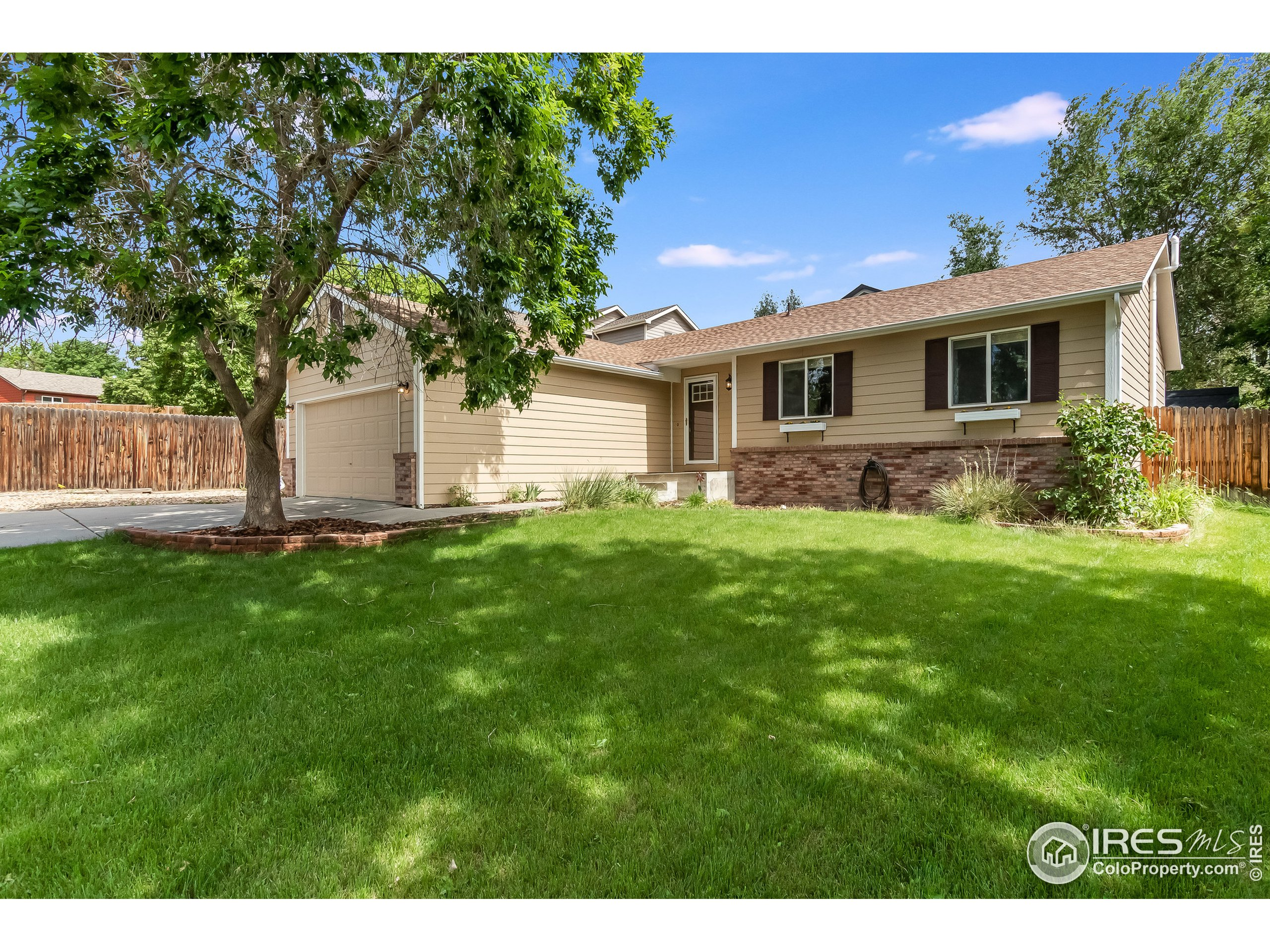 Don't miss this super cute and very upgraded ranch style house on a cul-de-sac in one of Fort Collins' most sought-after neighborhoods!  Gorgeous hickory hardwood floors in main living areas, premium granite counters in kitchen and baths, tile floors in baths, new carpet in bedrooms, marvelous distressed-finish kitchen cabinets, stainless steel appliances, a large private yard with deck and a shed, and the cleanest garage in town!  Brand new roof, Radon system installed, newer paint, this house is move-in ready!