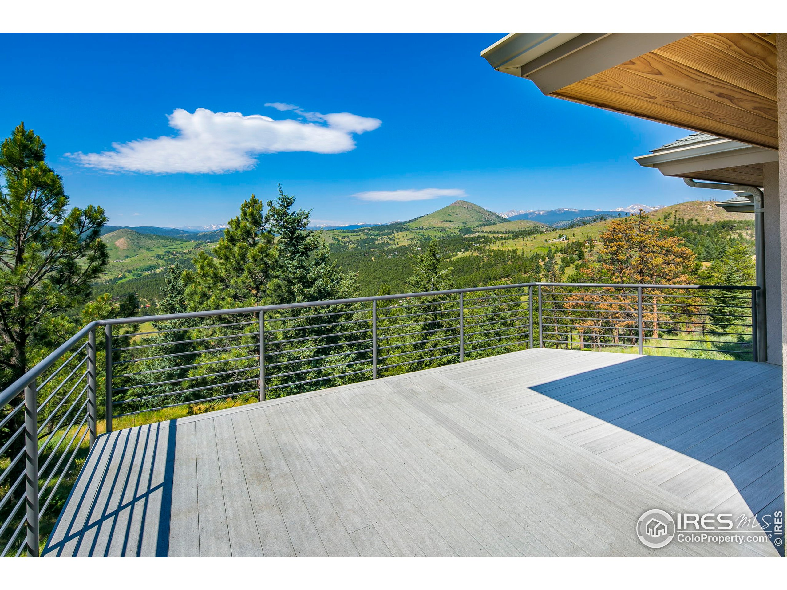 Large deck to take in all of the beauty!