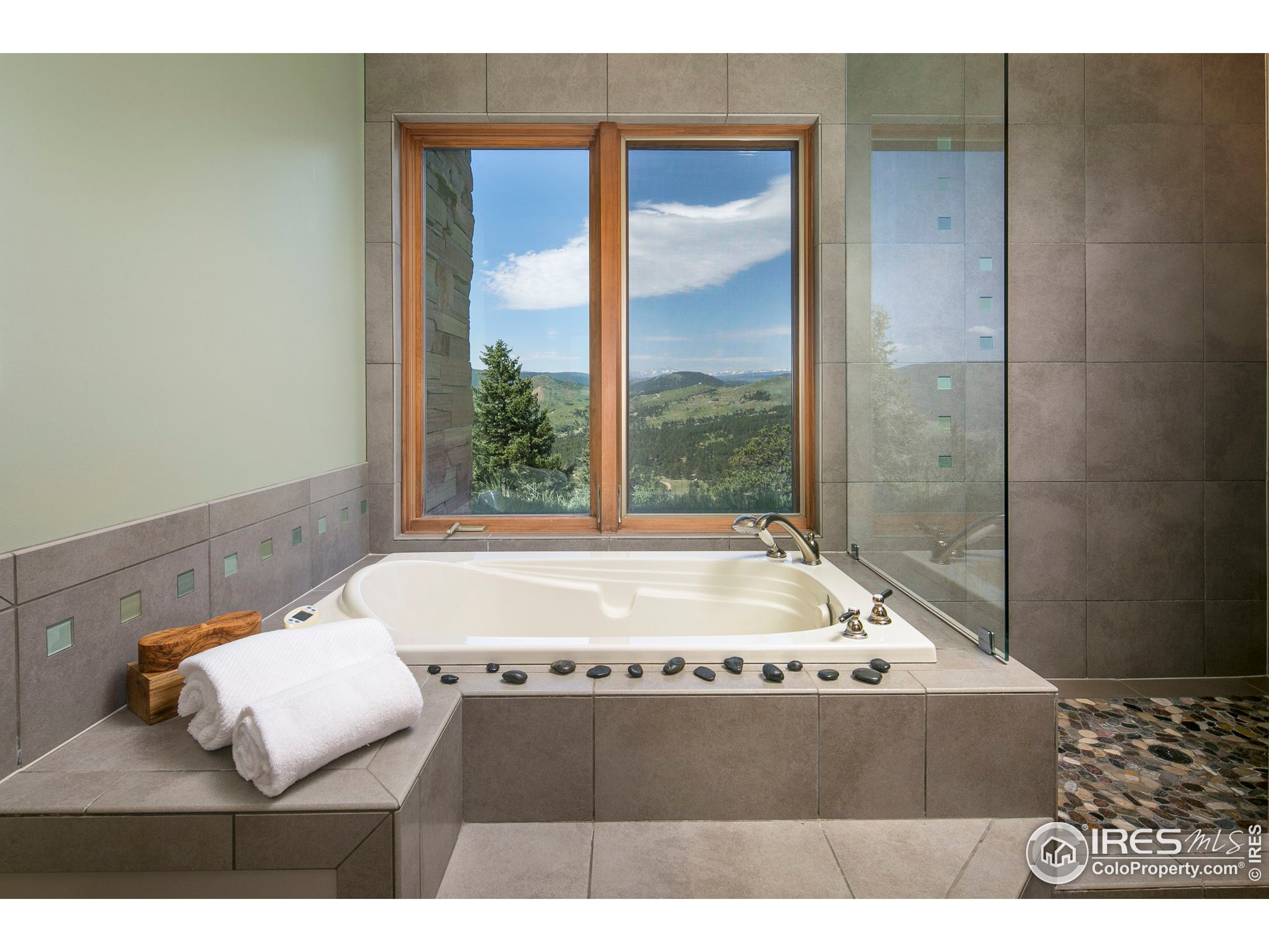 Soaking tub with endless views! No need for window coverings here!
