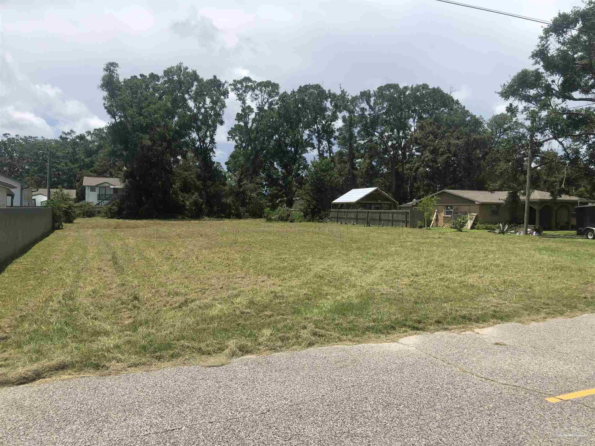 Nice large lot, that is cleared and ready for you to build on. Zoned R-2 the lot is 100 x 231.6   Great central location. No utilities on the property.